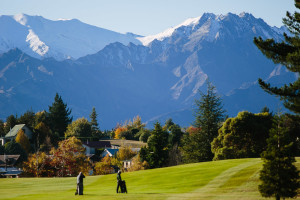 Golfers with Mt Gold - Wanaka Golf Queenstown Lakes