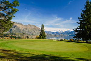 The 3rd green with Lake Wanaka in the background